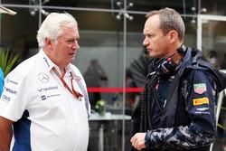 Технический директор Williams Пэт Симондс и Пол Монахан, главный инженер Red Bull Racing