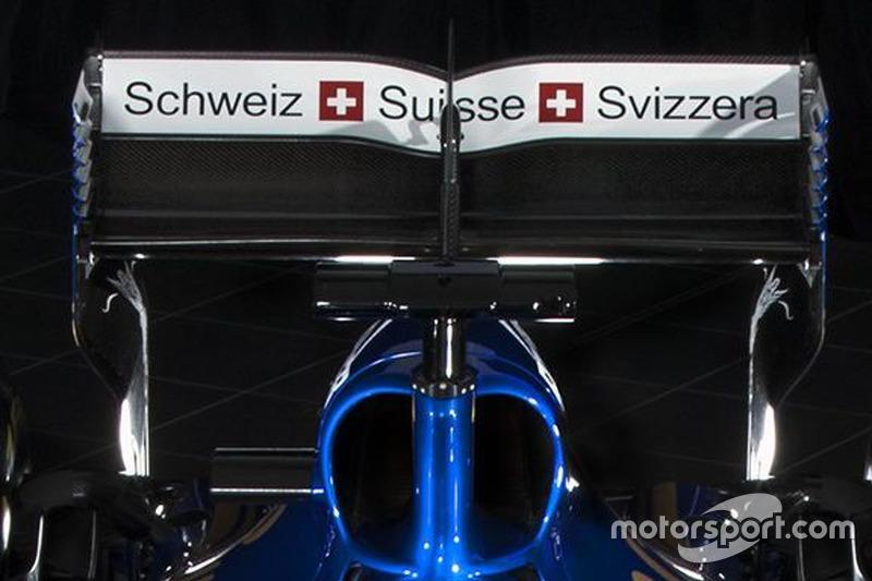 """""""Schweiz Suisse Svizzera"""" sulla Sauber C36-Ferrari, alettone"""
