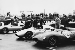 1958: Tim Parnell, Cooper T46-Climax, mit Vater Reg Parnell