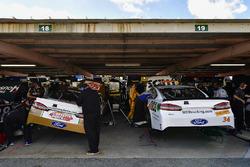Matt DiBenedetto, GO FAS Racing Ford, Landon Cassill, Front Row Motorsports, Ford Fusion