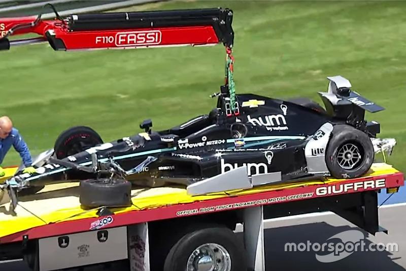 El coche chocado de Josef Newgarden, Team Penske Chevrolet