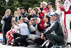 Alejandro Agag, CEO Formula E, Alain Prost e Sébastien Buemi, Renault e.Dams, festeggiano