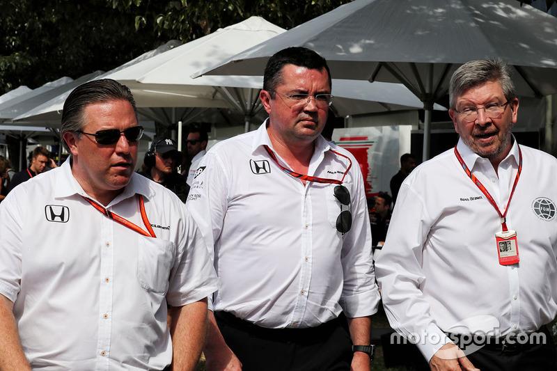 Zak Brown, McLaren; Eric Boullier, McLaren; Ross Brawn, Motorsportmanager