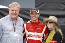 1. Sébastien Bourdais, Dale Coyne Racing, Honda, mit Dale Coyne und dessen Ehefrau Gail Coyne