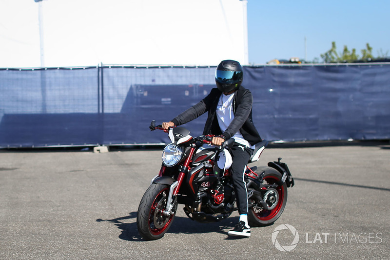 Lewis Hamilton, Mercedes AMG F1 W08 arrives on his MV Agusta Dragster RR LH44 Limited Edition motorb