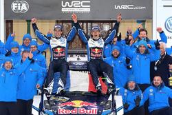 Winners Sébastien Ogier, Julien Ingrassia, Volkswagen Motorsport with the team