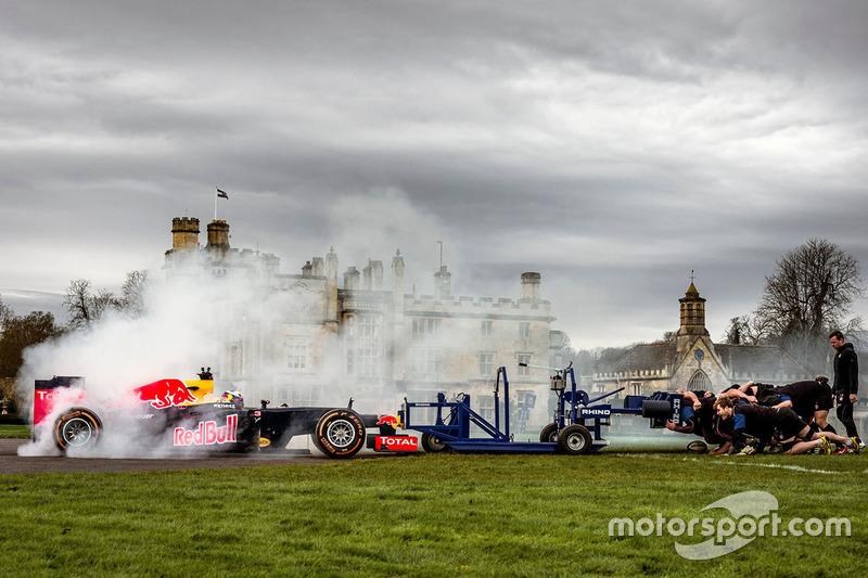 50: Даніель Ріккардо, Red Bull Racing у регбійній сутичці