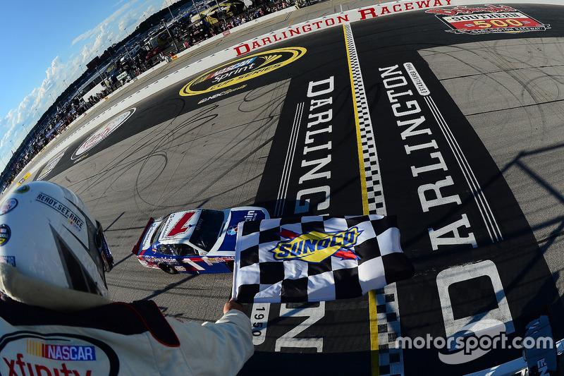 Sieg für Elliott Sadler, JR Motorsports, Chevrolet