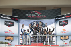 Podio GS Clase: ganadores de la carrera #15 Multimatic Motorsports Ford Shelby GT350R-C: Scott Maxwe