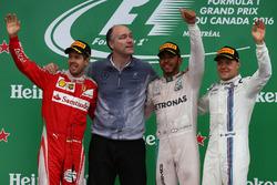 1° Lewis Hamilton, Mercedes AMG F1 W07, 2° Sebastian Vettel, Scuderia Ferrari SF16-H e 3° Valtteri Bottas, Williams Martini Racing FW38