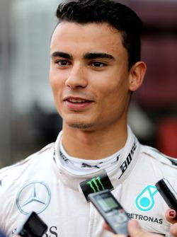 Pascal Wehrlein, Mercedes AMG F1 Team con los medios