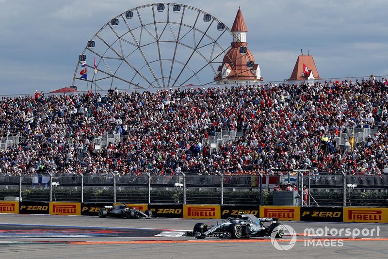 Valtteri Bottas, Mercedes AMG F1 W09 y Lewis Hamilton, Mercedes AMG F1 W09