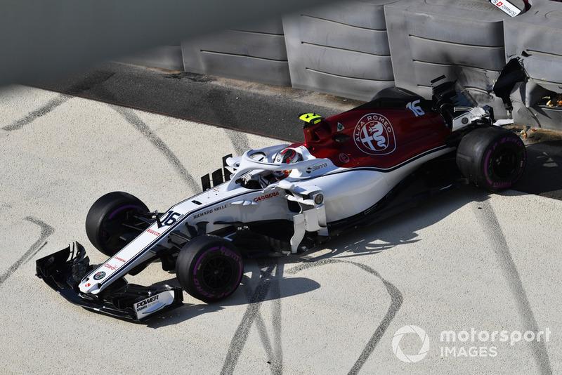 Charles Leclerc, Sauber C37 se crashe