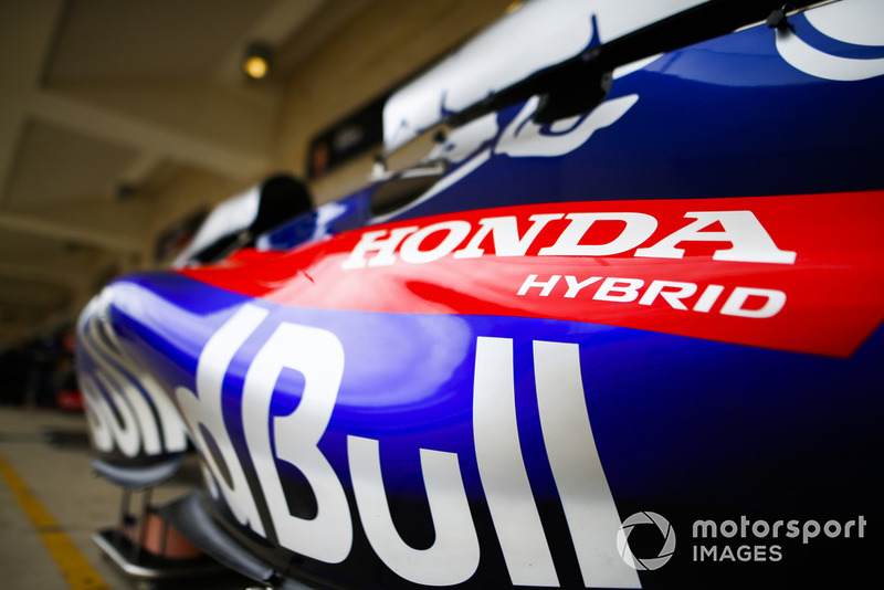 Honda Hybrid logo on the Scuderia Toro Rosso STR13