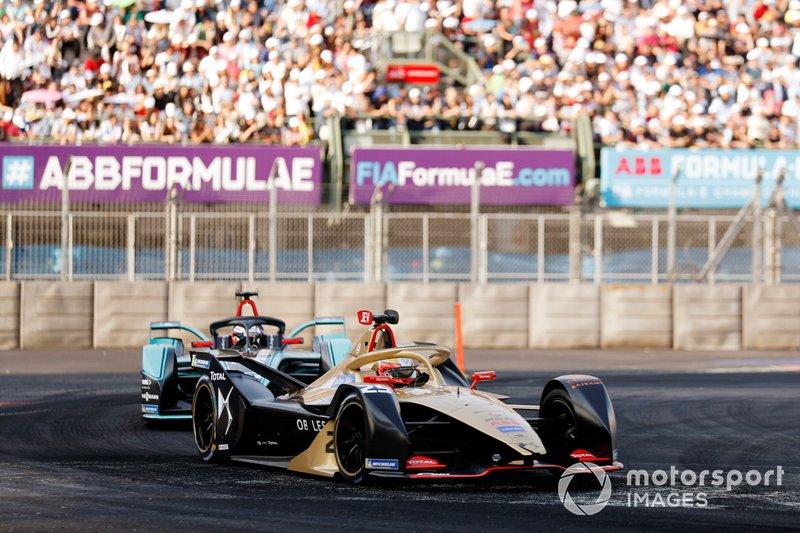 Jean-Eric Vergne, DS TECHEETAH, DS E-Tense FE19 precede Mitch Evans, Panasonic Jaguar Racing, Jaguar I-Type 3