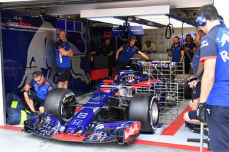 Sean Gelael, Scuderia Toro Rosso STR13, con dei sensori aerodinamici