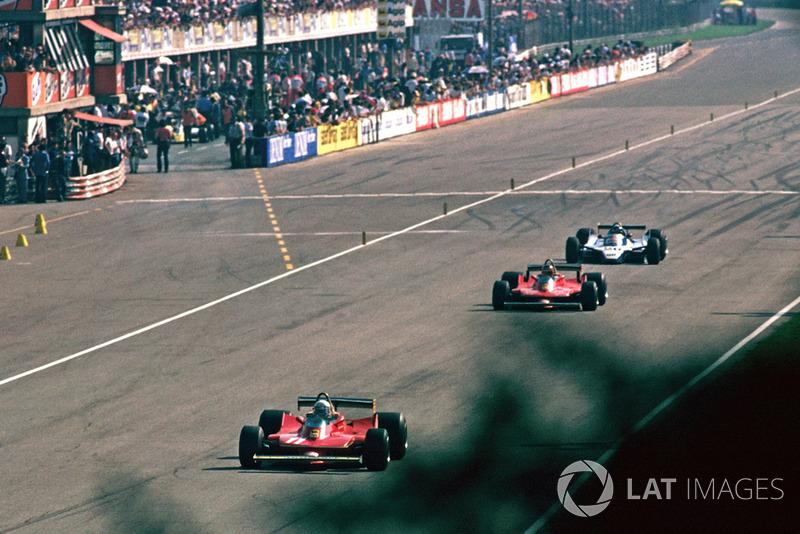 Jody Scheckter, Ferrari 312T4 devant Gilles Villeneuve, Ferrari 312T4B et Jacques Laffite, Ligier JS11