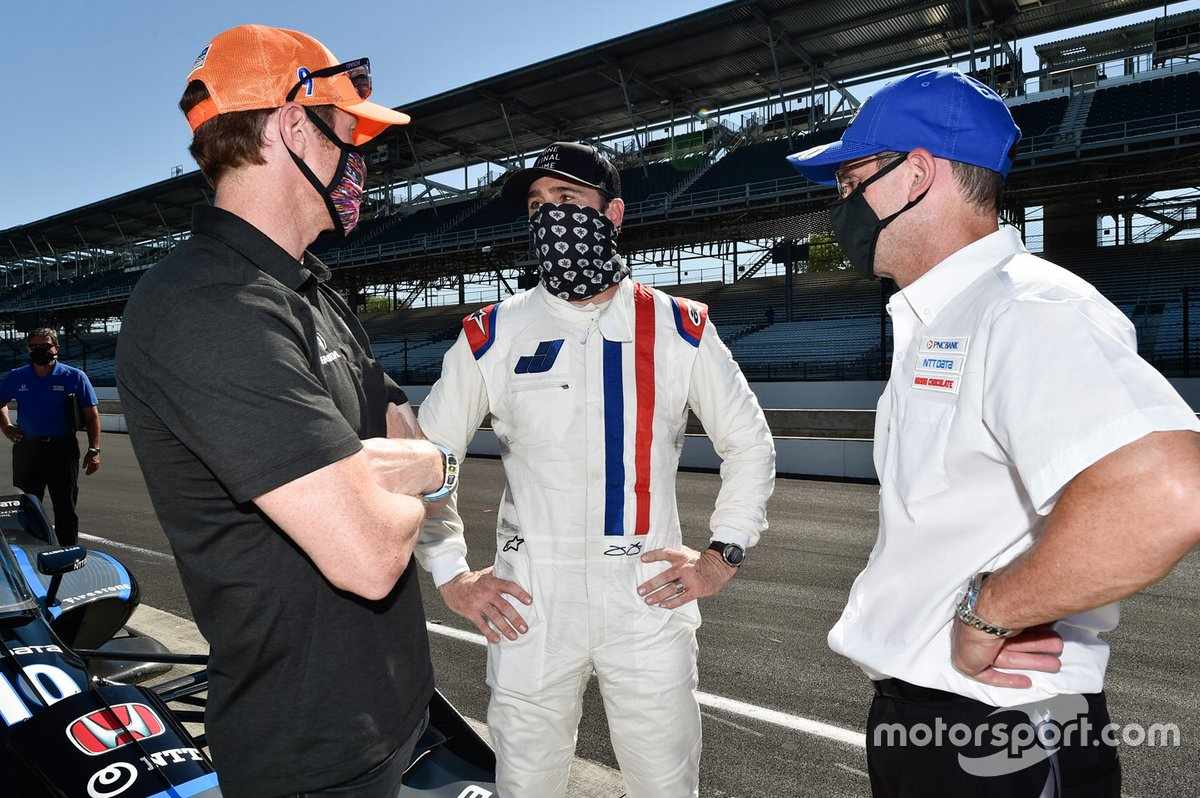 Jimmie Johnson with Scott Dixon and Chip Ganassi Racing team manager Barry Wanser.