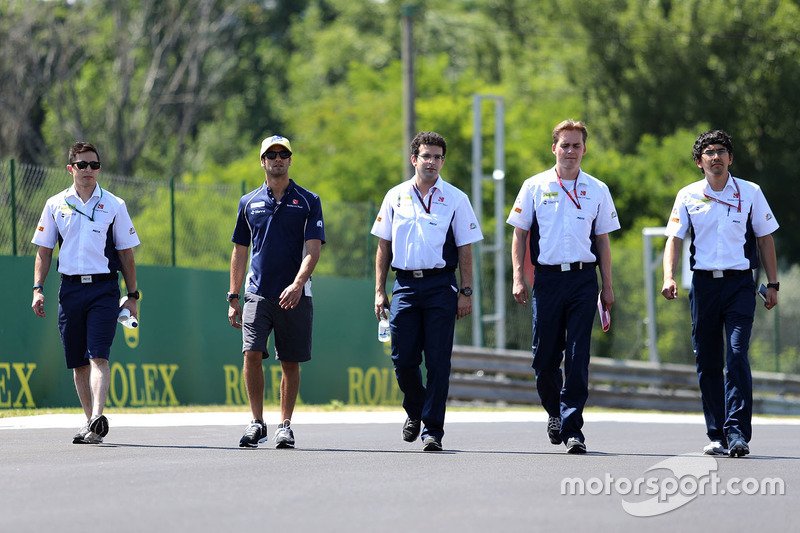Felipe Nasr, Sauber F1 Team walks the circuit with the team