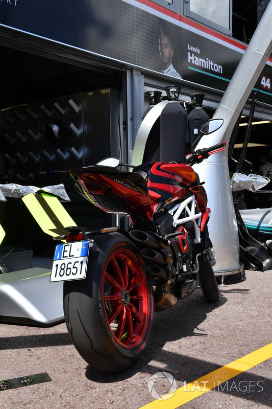 La MV Agusta di Lewis Hamilton, Mercedes-AMG F1