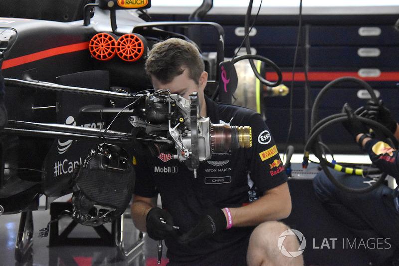 Red Bull RB13: si cambiano i porta mozzi di Ricciardo