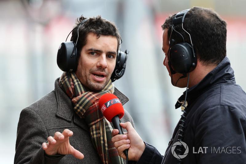 Ted Kravitz, Sky TV, discute avec Marc Priestley, ancien mécanicien de McLaren et Super Aguri
