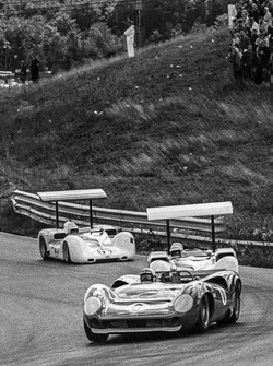Mark Donohue, Lola T70-Chevrolet; Jim Hall, Chaparral 2E-Chevrolet; Phil Hill, Chaparral 2E-Chevrolet