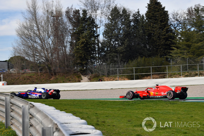 Brendon Hartley, Scuderia Toro Rosso STR13 ve Kimi Raikkonen, Ferrari SF71H