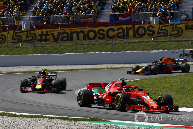 Kimi Raikkonen, Ferrari SF71H, Max Verstappen, Red Bull Racing RB14 e Daniel Ricciardo, Red Bull Racing RB14
