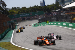 Фернандо Алонсо, McLaren MCL32, Серхіо Перес, Sahara Force India F1 VJM10, Ніко Хюлькенерг, Renault