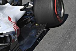 Haas F1 Team VF-18, floor