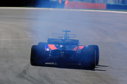 Brendon Hartley, Scuderia Toro Rosso STR12 with engine failure