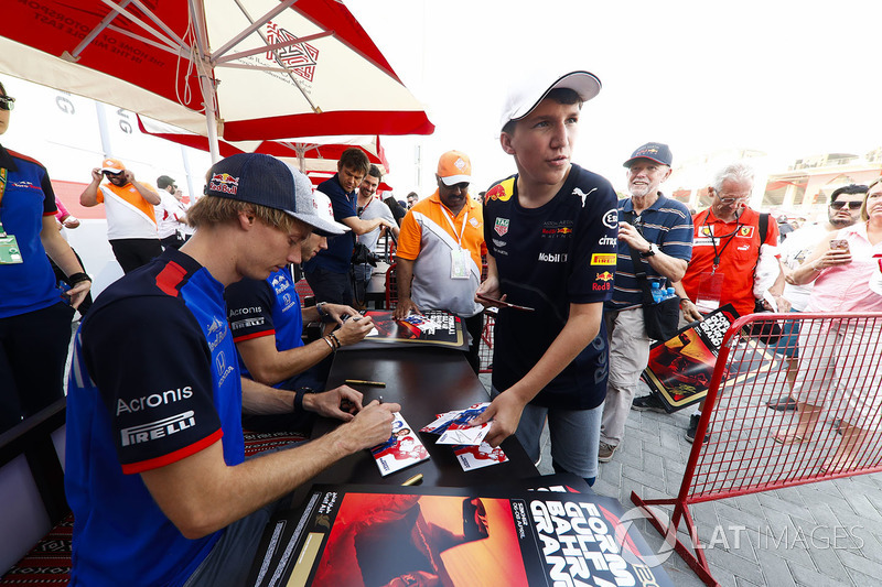 Brendon Hartley, Toro Rosso, and Pierre Gasly, Toro Rosso, sign autographs for fans