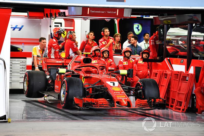 Mobil Kimi Raikkonen, Ferrari SF71H di garasi usai tersingkir