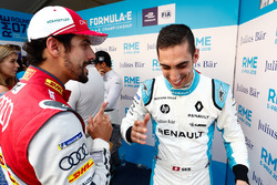 Lucas di Grassi, Audi Sport ABT Schaeffler, talking to Sébastien Buemi, Renault e.Dams, in the media pen