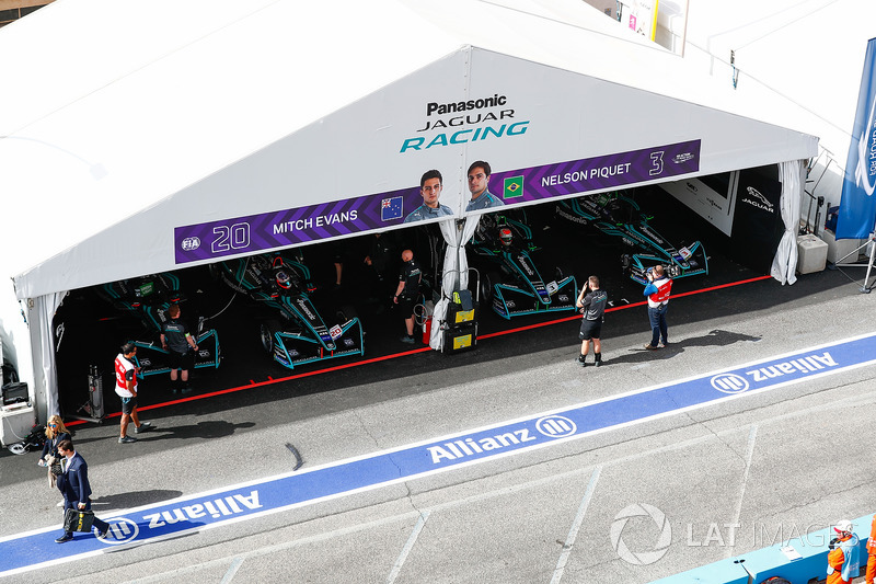 Garage di Mitch Evans, Jaguar Racing, Nelson Piquet Jr., Jaguar Racing