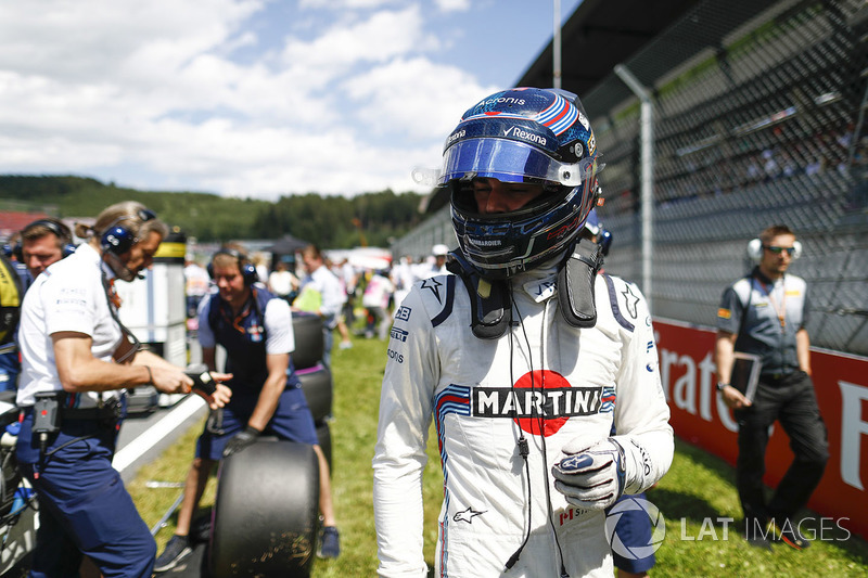Lance Stroll, Williams FW41, arrives on the grid