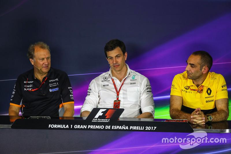Заместитель руководителя Sahara Force India F1 Роберт Фернли, совладелец и исполнительный директор Mercedes AMG F1 Тото Вольф, управляющий директор Renault Sport F1 Сириль Абитбуль