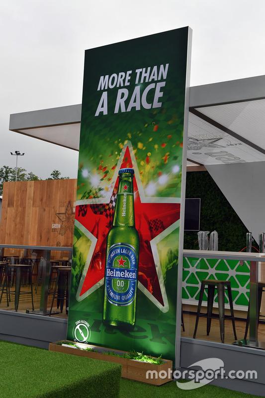 Стенд Heineken
