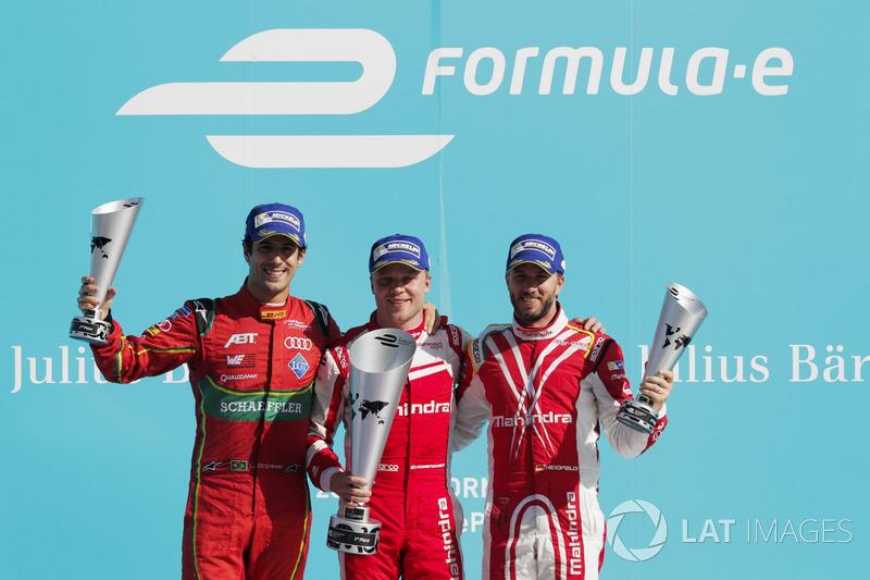 Podio: Ganador de la carrera Félix Rosenqvist, Mahindra Racing, segundo lugar Lucas Di Grassi, ABT Schaeffler Audi Sport; tercer lugar Nick Heidfeld, Mahindra Racing