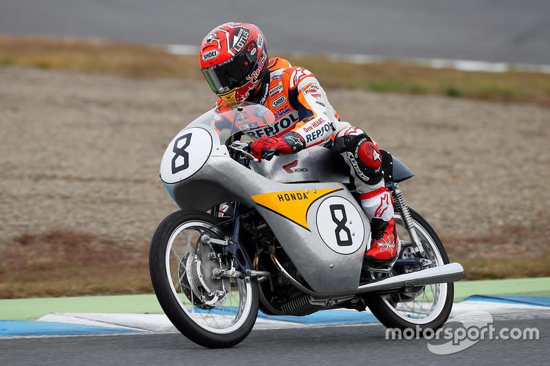 Marc Márquez en la histórica 125cc RC142