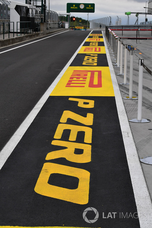 Pirelli, marca en pit-lane