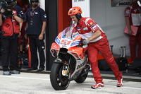 Michele Pirro, Ducati Team, pneumatico anteriore piatto dopo l'incidente