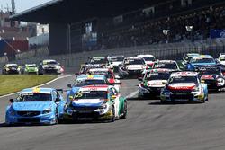 Start action Nestor Girolami, Polestar Cyan Racing, Volvo S60 Polestar TC1 leads