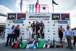 Podium : le vainqueur René Binder, Lotus, le deuxième Roy Nissany, Lotus, le troisième Yu Kanamaru, RP Motorsport