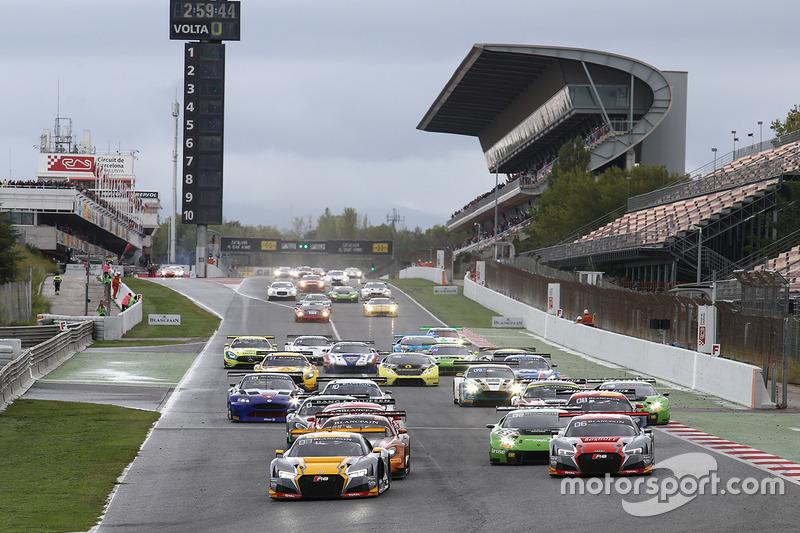 Старт: #17 Belgian Audi Club Team WRT Audi R8 LMS: Стюарт Леонар, Робін Фрейнс, Джейк Денніс