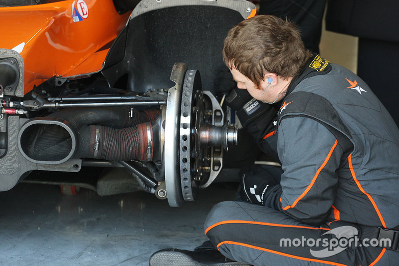 Cool Racing by GPC mechanic at work