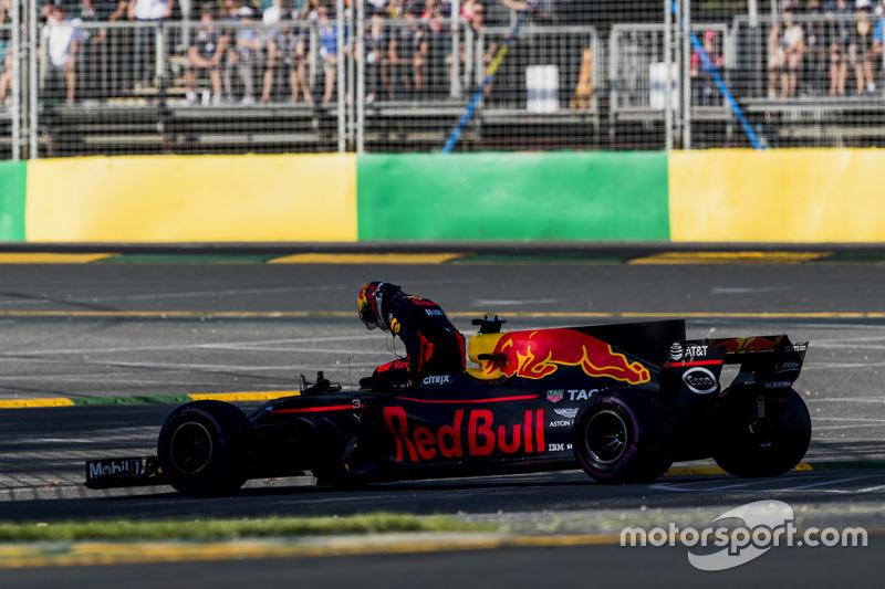 Даніель Ріккардо, Red Bull Racing, сходить з дистанції