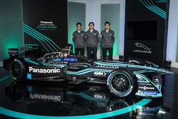 Гонщики Jaguar Racing Митч Эванс, Нельсон Пике-мл. иТун Хопинь