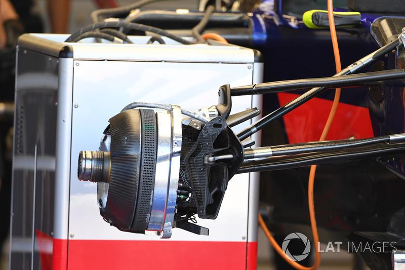 Передні гальма і кріплення колеса Scuderia Toro Rosso STR12